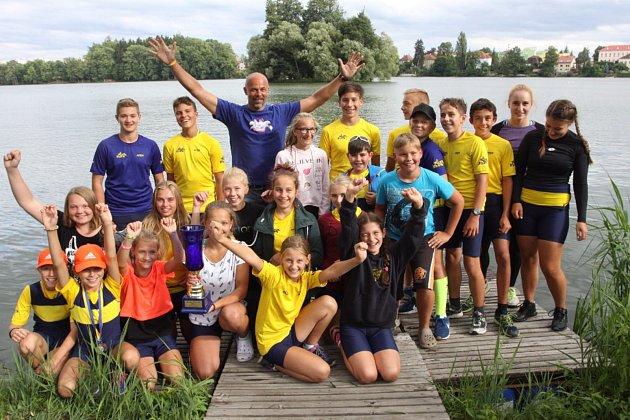 Na jindřichohradeckém rybníku Vajgar se konal 25. ročník veslařské regaty Chalupa Cup.