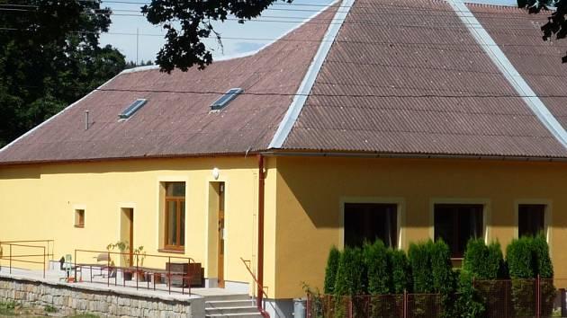 Opravená prodejna v Ostojkovicích.