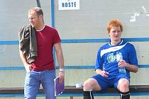Třeboňští dumají, proč nevozí body zvenku. Na snímku asistent trenéra Otakar Matouš (vlevo) a Tomáš Havlík.