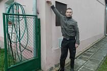 AŽ NAD HLAVU sahala v roce 2002 voda v domě Jana Němce ze Staré Hlíny (na snímku).