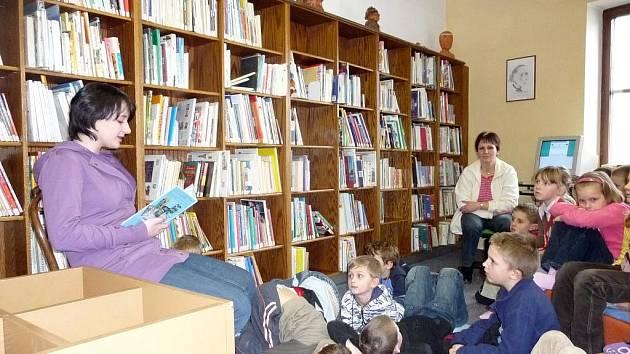 Městská knihovna v Třeboni. Ilustrační foto.