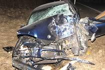 Srážku BMW s kamionem u Jarošova nad Nežárkou odnesli zraněním čtyři lidé tvořící posádku osobního auta.