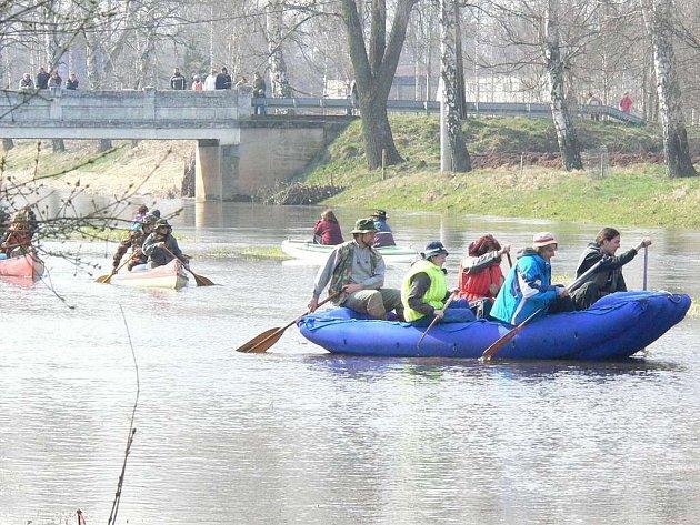Vodáci u Klikovského mostu v sobotu odemknou Lužnici.
