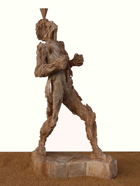 Jedním vvystavovaných děl Andreasa Kuhnleina na zámku Dobrohoř ve Starém Městě pod Landštejnem je socha Balance.