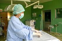 Operační sál cévní chirurgie v dačické nemocnici.
