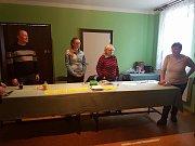 Ve 14:45 mělo v místní části Jindřichova Hradce, Dolní Radouni, odvoleno patnáct zdejších voličů.