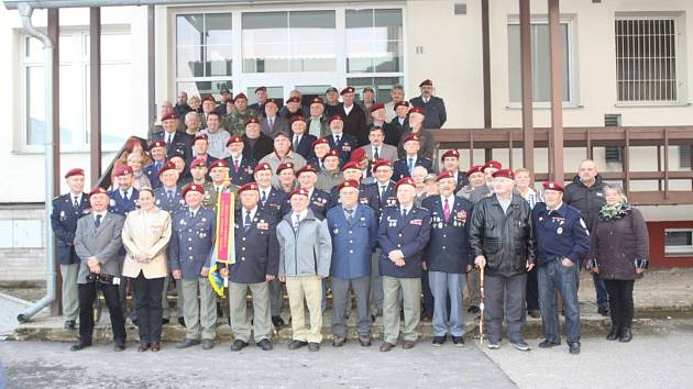 V Hradci se setkali výsadkoví veteráni a jejich příznivci.