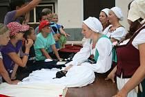 Letní dětský tábor Bílá skála má každoročně kostýmovanou celotáborovou hru. Loni to byla Praha za Rudolfa II..