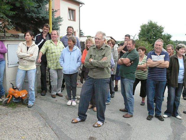Občané ze Sládkova kopce při nedávném neformálním setkání vyjádřili jednoznačný nesouhlas s navrhovaným zněním nového územního plánu J. Hradce.
