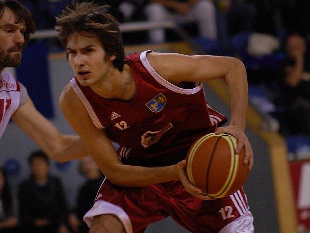 V ČELE. Pivot jindřichohradeckých basketbalistů Filip Sahan se na vítězství Lions v Ústí nad Labem podílel 11 body. Jihočeši tak stále vládnou pořadí druhé nejvyšší tuzemské soutěže.
