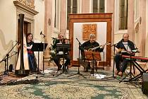 Strunné moderní kvarteto Harp Rock Můra. Vánoční koncert v Jindřichově Hradci v kapli sv. Maří Magdaleny.