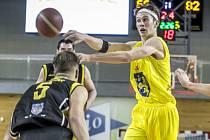 Matěj Burda patří k oporám basketbalových juniorů GBA Jindřichův Hradec.