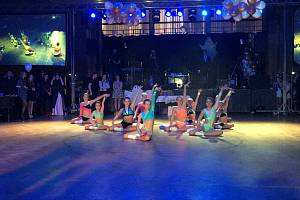 Exhibici sportovního aerobiku předvedl na maturitním plese v Třeboni Aerobic team Lena.