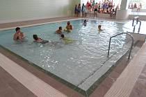 Brouzdaliště i relaxační bazén v dětském oddělení má protiskluzovou dlažbu.