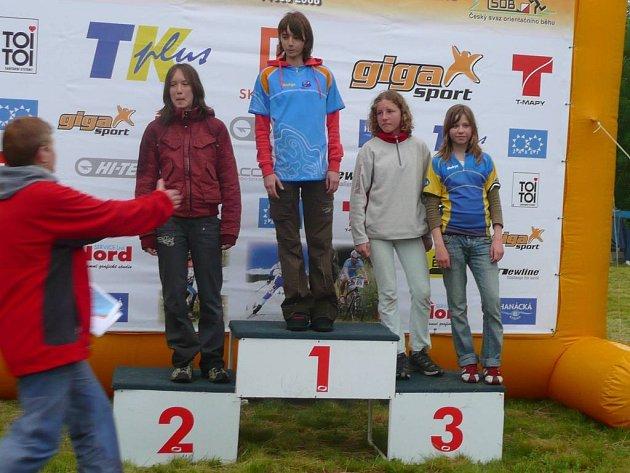 Elita orientačních běžců soupeřila  u Jihlavy v Českém žebříčku. Závodníky J. Hradce nejlépe reprezentovala Jana Benešová (zcela vpravo), která skončila třetí.