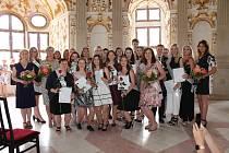 Studenti Střední Zdravotnické školy, Jindřichův Hradec přebírali v zámeckém Rondelu maturitní vysvědčení.