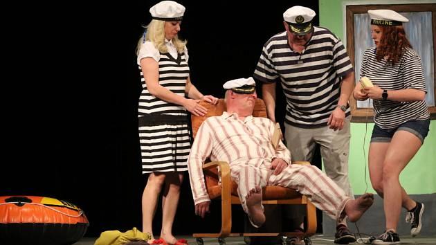 Snímky z premiéry představení Dědeček aneb Musíme tam všichni. Foto: Josef Böhm