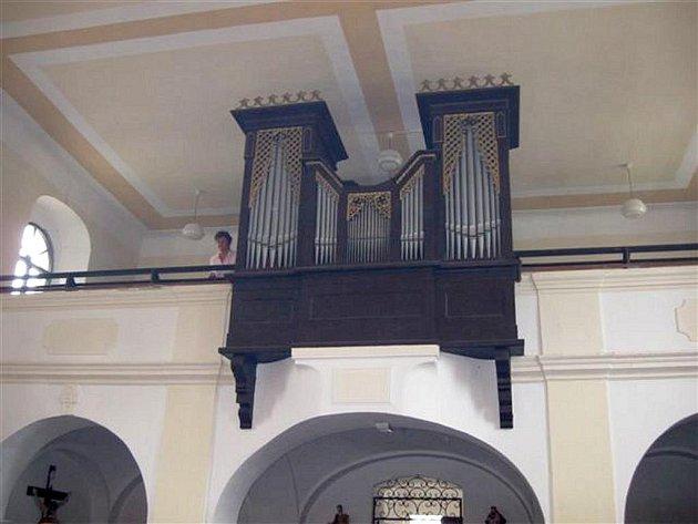 Varhany v kostele Nanebevzetí Panny Marie v Nové Včelnici.