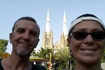 Josef a Milena Andrle se vypravili do Jakarty.