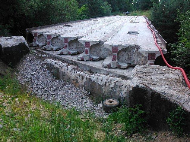 Most na školní statek v Jindřichově Hradci, respektive jeho staveniště je stále opuštěné. Kdy se vrátí dělníci?