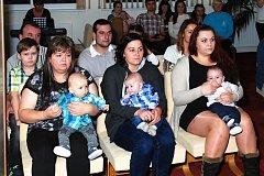 V Nové Včelnici přivítali nejmladší občánky města.