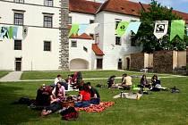 V zámecké zahradě v Hradci se letos bude konat už šestý ročník Férové snídaně.