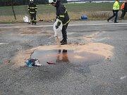 Silnici z Třeboně na České Budějovice uzavřela v pondělí dopoledne nehoda, při níž se střel nákladní automobil s traktorem.