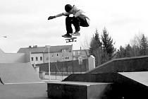 SKATEBOARD. Jízdě na skateboardu se David Smetana věnuje už šest let.