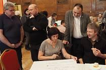 Téměř stovka občanů se zúčastnila Fóra Zdravého města Dačice.