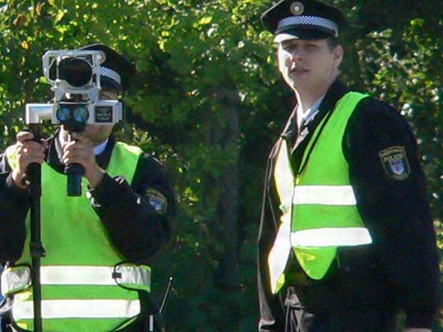 Třeboňští strážníci s radarem.