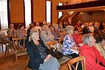 Senioři se bavili na Střelnici při druhém ročníku Seniorských hrátek.
