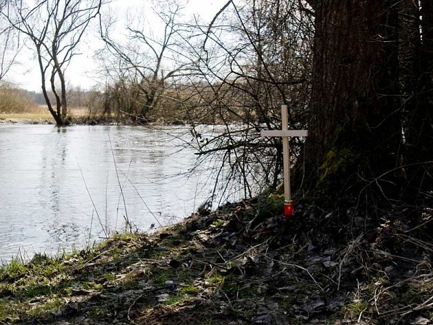 Pohled na místo nálezu těla Soni Illeové u Vodičkovy tůně u obce Val.
