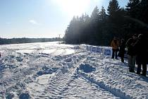 Mrazivé ale slunné počasí panovalo o víkendu v celém regionu. Na snímku je krajina v Klášteře u Nové Bystřice.