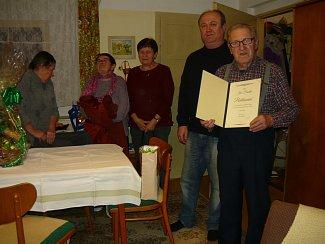 Jan Frantík oslavil nedávno 79. narozeniny. Při této příležitosti starosta Stříbřece Jan Zimmel ocenil jeho činnost ve sboru dobrovolných hasičů.