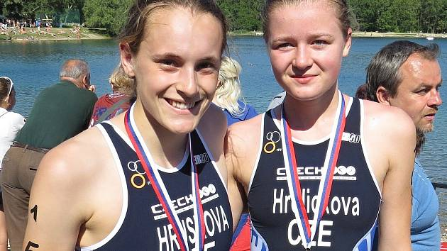 Úspěšné české reprezentantky na ME v aquatlonu. Alžběta Hrušková (vlevo) vybojovala mezi juniorkami stříbro, hradecká Anna Hrdličková obsadila páté místo.