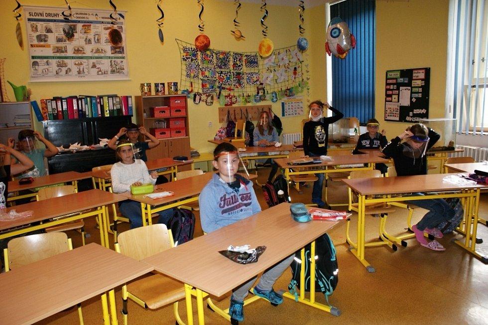 ZŠ Jindřichův Hradec I: Děti se vracejí do lavic