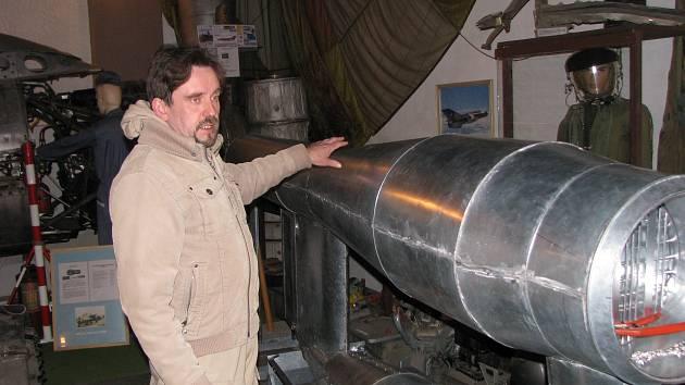 Letecký nadšenec Michal Šafránek staví repliku střely V-1.