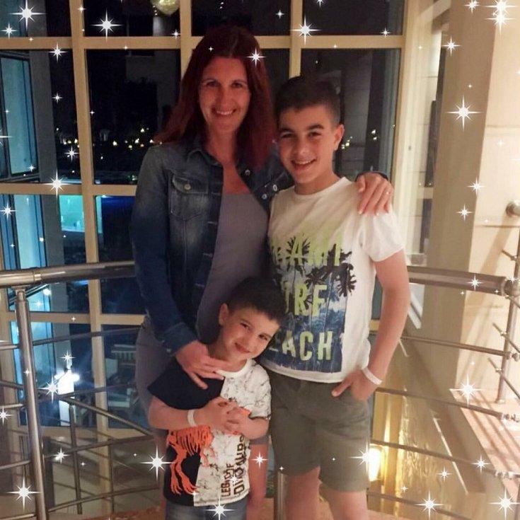Veronika Melicharová Poturnayová z Lomnice nad Lužnicí je nyní doma se dvěma syny. Mladší je prvňáček Eliáš, starší osmák Matyáš. Na oba kluky dohlíží při výuce na dálku.