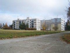 Dům s pečovatelskou službou má stát v těsném sousedství suchdolského sídliště 9. května.