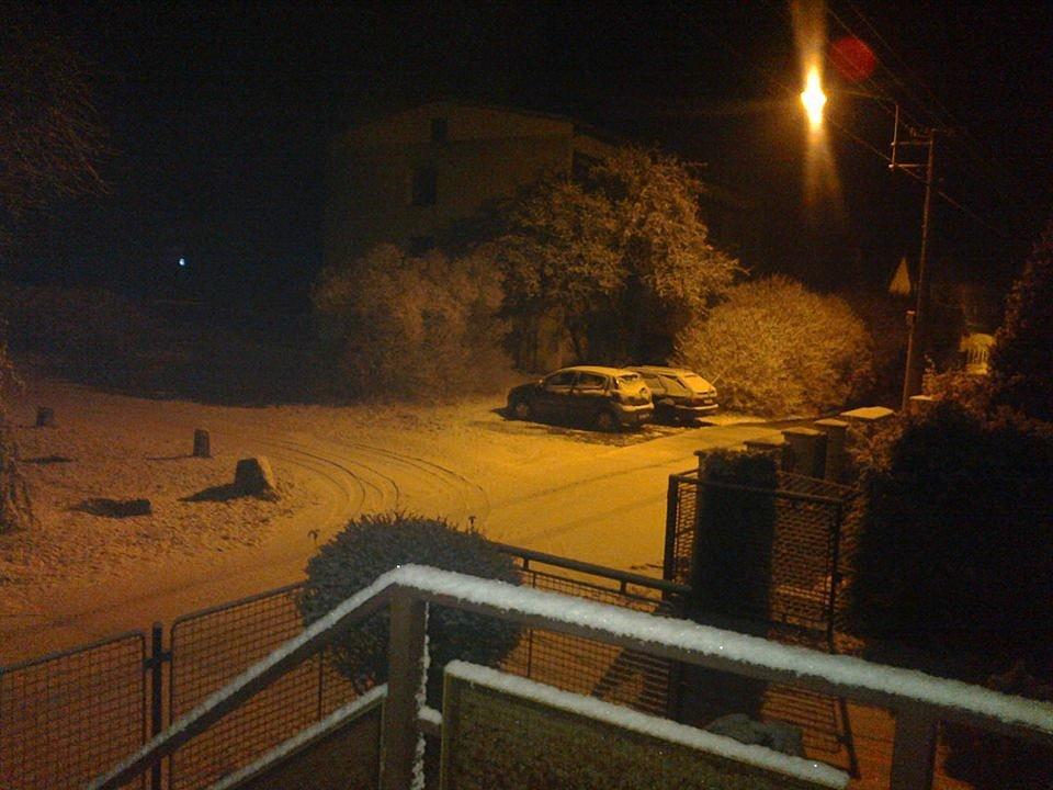 V neděli večer začalo sněžit. Děbolín.