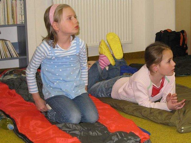 Děti strávily pohádkovou noc také v jindřichohradecké knihovně.