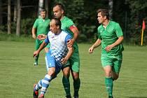 V úvodním kole I. B třídy fotbalisté Studené (v modrobílém kanonýr Libor Dvořák) na svém stadionu porazili Lomnici 5:2.