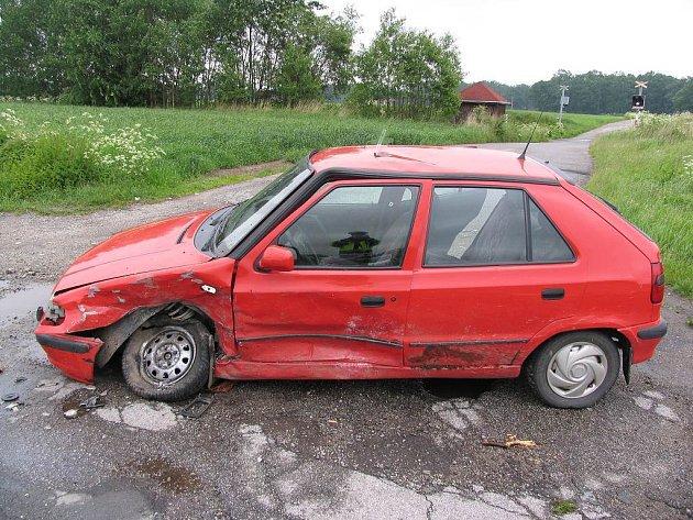 Srážka dvou aut v Lomnici nad Lužnicí.
