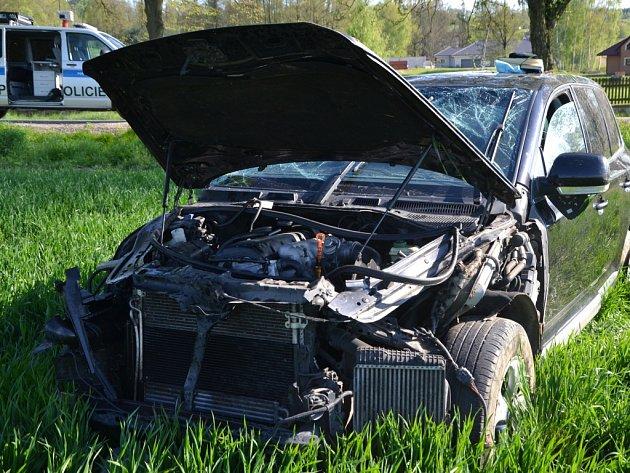 Vážná dopravní nehoda nad Otínem. Zraněného řidiče odvezl vrtulník.