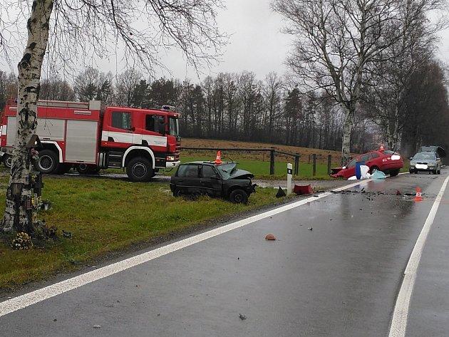 V pověstné zatáčce u Otína se stala další tragická dopravní nehoda. Při čelním střetu s fabií zemřel řidič citroenu.
