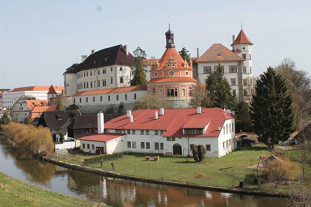 Areál Státního hradu a zámku vJindřichově Hradci.