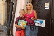 Příspěvek do kabelkové sbírky Deníku věnovali policejní mluvčí Hana Millerová a její syn Matyáš.