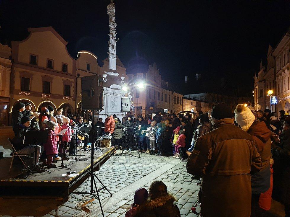 Česko zpívá koledy 2019 v Třeboni.