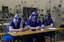Dospělí to o uplynulém víkendu pěkně roztočili na Maškarním plese v jarošovské sokolovně.
