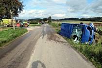 Nehoda mikrobusu u Políkna si vyžádala osm zraněných.